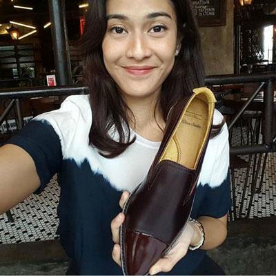 bisnis-online-sepatu-dian-sastro