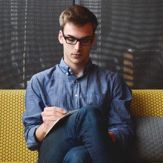 Mengatur Manajemen Waktu Penulis | Tips Hemat Belanja Pakaian