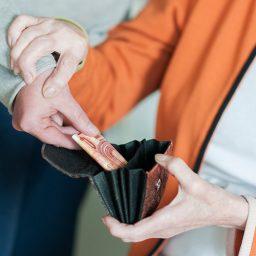 Kekerasan Finansial di dalam rumah tangga