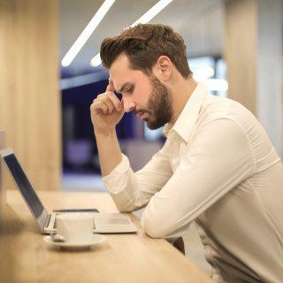 Karyawan stres karena pekerjaan
